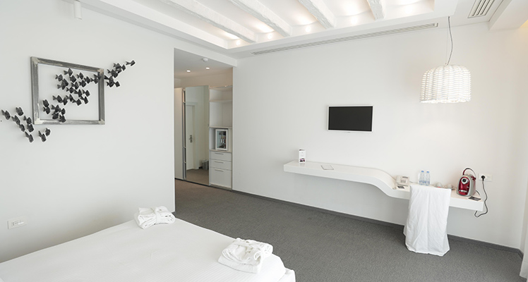 Deluxe-Sea-View-room-8